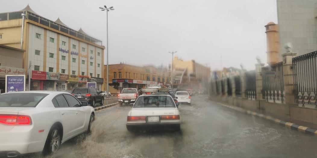 الأرصاد : الأمطار مستمرة مصحوبة برياح نشطة وأتربة على 6 مناطق