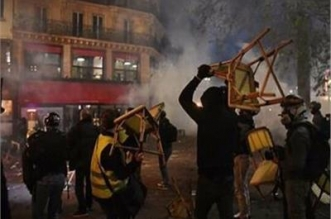 فيديو.. حرب شوارع بين الشرطة والمحتجين بساحة الباستيل وسط باريس - المواطن