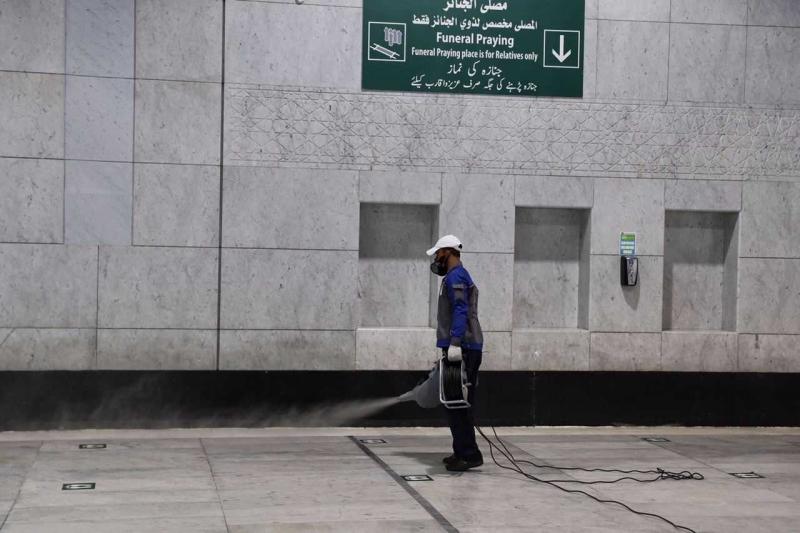 25 فرقة مختصة بأعمال الرش بالمسجد الحرام على مدار الساعة - المواطن