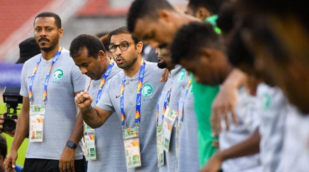 الشهري قلق على جيل المنتخب الأولمبي والحل في دوري الرديف