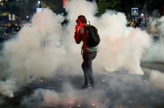 فيديو وصور.. حرائق ومواجهات في باريس احتجاجًا على قانون الأمن الشامل - المواطن
