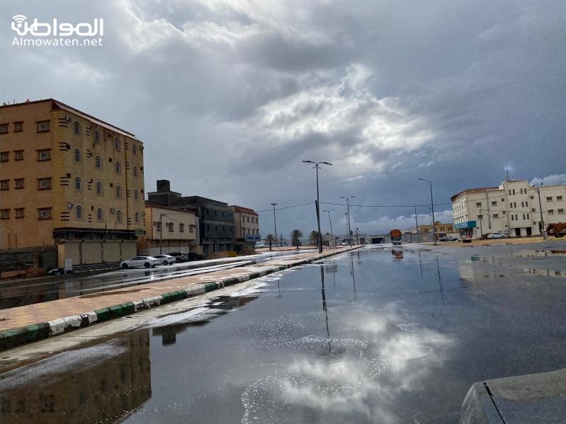 أمطار وسيول على أحد رفيدة والأجواء توحي بالمزيد