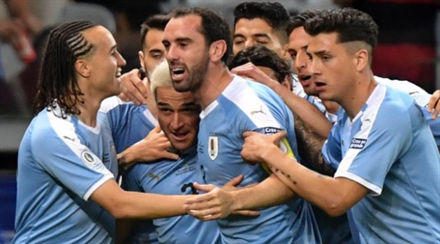 كارثة في منتخب الأوروجواي .. إصابة 16 لاعبًا بفيروس كورونا