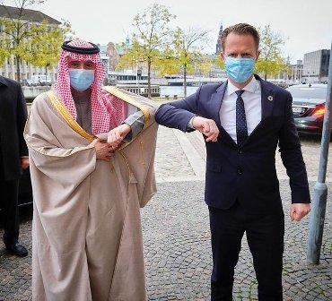 الجبير يبحث العلاقات الثنائية والأوضاع في المنطقة مع وزير خارجية الدنمارك
