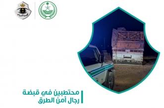 ضبط قائد شاحنة محملة بالحطب غطى حمولته للتمويه - المواطن