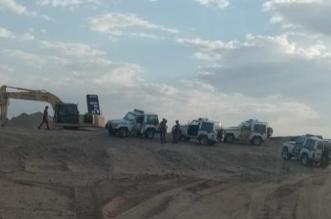 إحباط عملية نهل الرمال في وادي تثليث بعسير