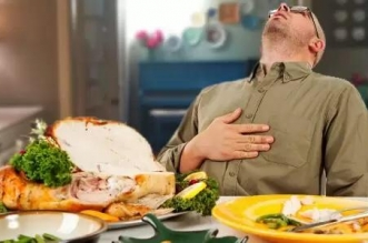 مخاطر النوم مباشرة بعد وجبة العشاء - المواطن