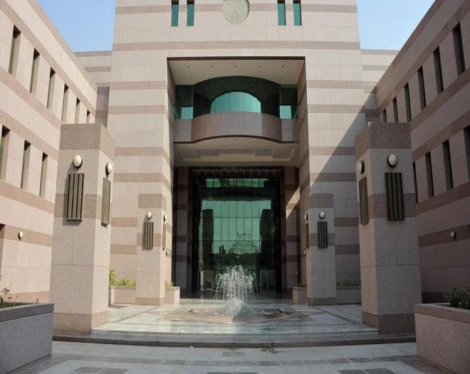 جامعة جدة: تعليق حضور الطلاب والطالبات وتأجيل الاختبارات غدًا