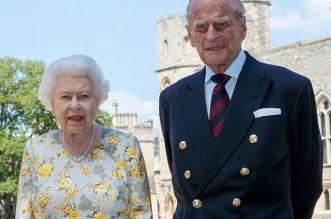 الملكة إليزابيث تقف في طابور للحصول على لقاح فيروس كورونا ض
