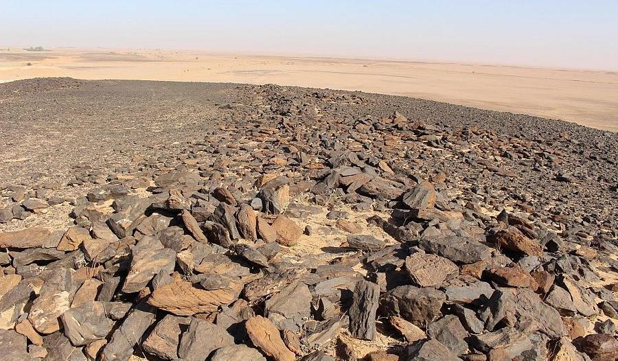 هيئة التراث تعثر على فؤوس حجرية عمرها 200 ألف سنة في شعيب الأدغم بالقصيم