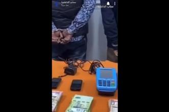 فيديو.. ضبط مواطن ووافدين بحوزتهم 323 شريحة اتصال في الرياض - المواطن