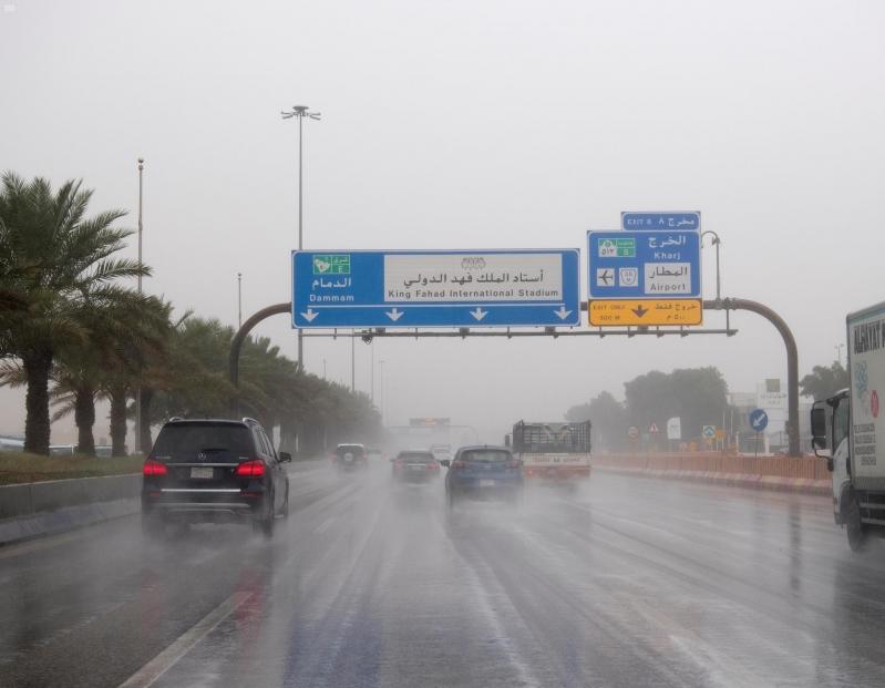 أمطار الرياض تتواصل والغيوم تبشر بالخير