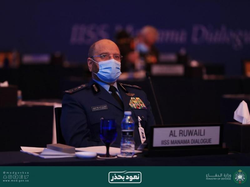 رئيس هيئة الأركان يلتقي نظيره البريطاني وقائد الأسطول الخامس في حوار المنامة 3
