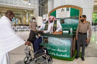 شؤون الحرمين توزع الهدايا على قاصدي بيت الله الحرام - المواطن