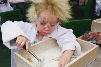 طفلة مصابة بـ طفرة وراثية تجعل شعرها غير قابل للتمشيط