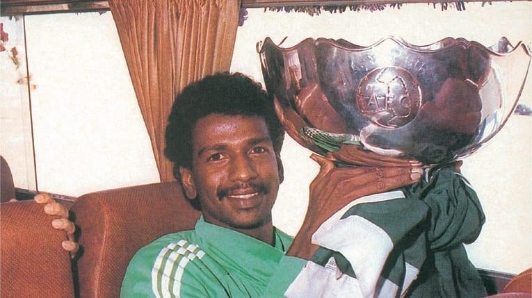ماجدعبدالله يرفع كأس آسيا