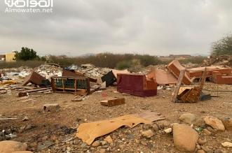 فيديو.. مخلفات البناء والنفايات تلوث حي الكدرة في الدرب - المواطن