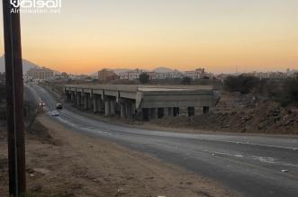 فيديو.. تساؤلات عن أسباب تعثر مشروع جسر طريق اللواء الرابع بأحد رفيدة - المواطن