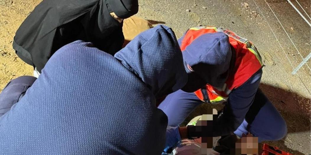 الممرضة السعودية غزل العنزي تنقذ مصابًا بحادث مروري في حفر الباطن