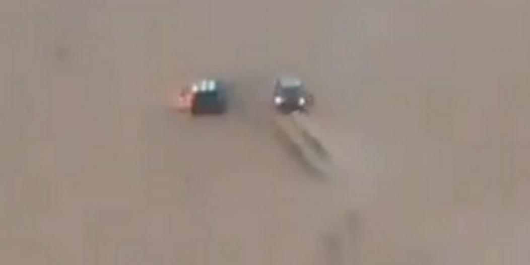 فيديو.. موقف بطولي لمواطن أنقذ سيارة وقائدها من الاحتراق