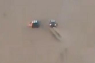 فيديو.. موقف بطولي لمواطن أنقذ سيارة وقائدها من الاحتراق - المواطن