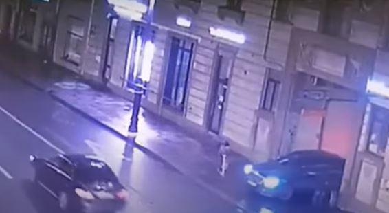 فيديو مروع.. سيارة تسحل طفلة وهكذا نجت من الموت