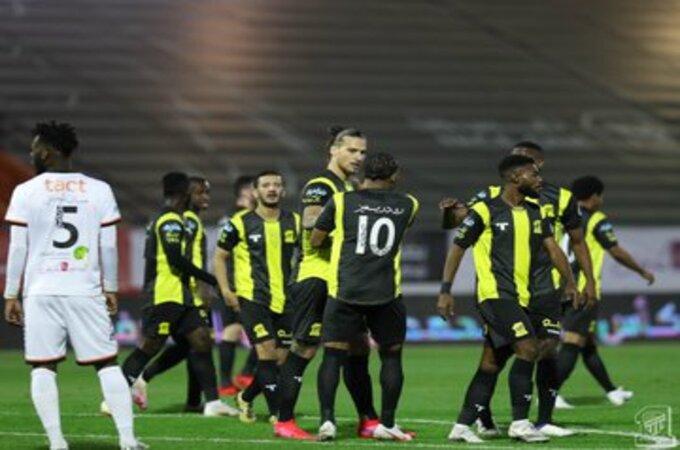 الإيقاف يُهدد 8 لاعبين بـ الاتحاد والشباب في دوري محمد بن سلمان