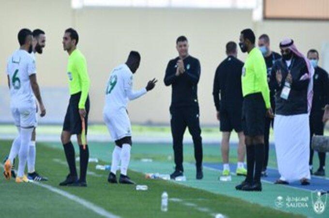 بعد الخسارة ضد ضمك .. مشكلة تواجه مدرب الأهلي السعودي
