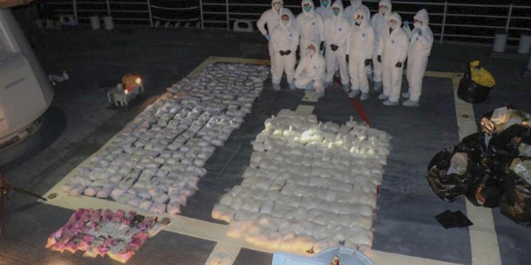 شاهد.. البحرية السعودية تضبط شحنة مخدرات ضخمة في بحر العرب