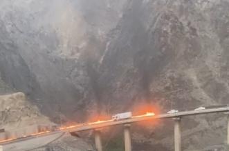 فيديو.. حادث مروري بعقبة شعار نتيجة احتراق مكابح شاحنة - المواطن