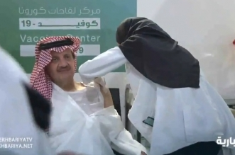 فيديو.. لحظة تلقي أمير الشرقية الجرعة الأولى من لقاح كورونا - المواطن