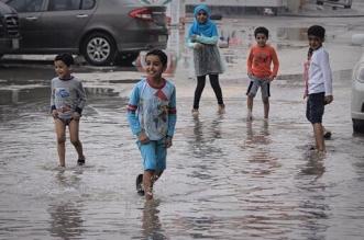 لهذه الأسباب امنعوا صغاركم عن مياه الأمطار - المواطن