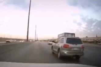شاهد.. تصادم عنيف وانقلاب عدد من المركبات في الرياض - المواطن