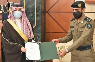 أمير الشرقية يكرم ضابطًا تقديرًا لإخلاصه في أداء عمله - المواطن