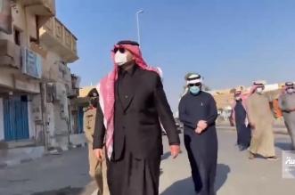 فيديو.. أمير الشمالية يتفقد سوق رفحاء ويلتقي مواطناً في سيارته مع أبنائه - المواطن