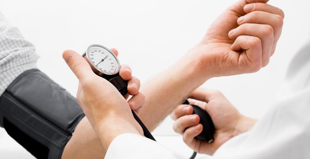 النمر لـ مرضى الضغط: تناولوا الدواء بعد صلاة التراويح