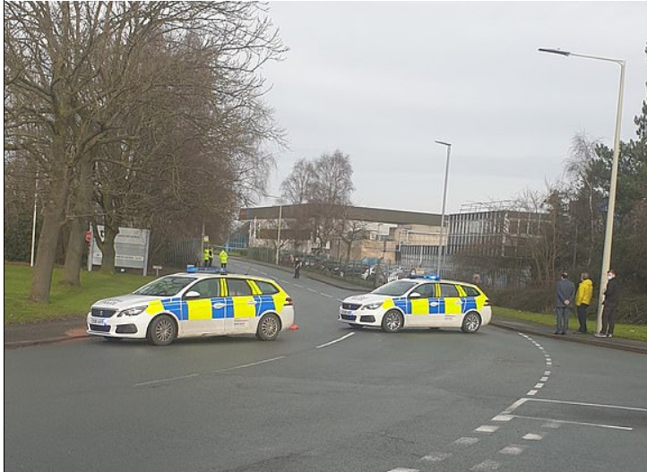 العثور على قنبلة في مصنع لقاح أكسفورد ببريطانيا (1)