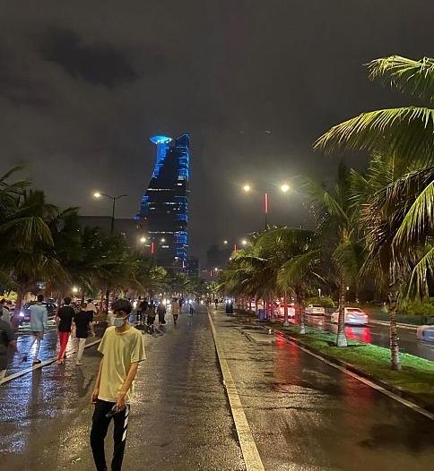 أمطار رعدية على عدد من محافظات مكة المكرمة حتى الواحدة