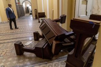 صور مروعة توثق الدمار الذي خلفه أنصار ترامب في مبنى الكابيتول (3)