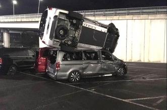 عامل يحطم 69 سيارة مرسيدس بقيمة 7 مليون دولار !