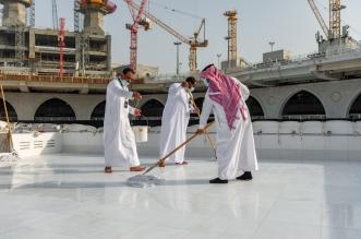 فريق سعودي مختص ينظف سطح الكعبة المشرفة خلال 40 دقيقة - المواطن