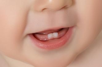 متى تبدأ أسنان الرضيع بالظهور