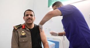 مدير الأمن العام يتلقى الجرعة الأولى من لقاح كورونا