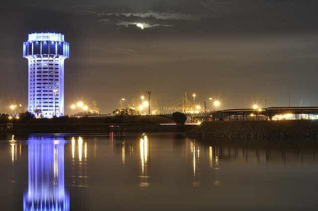 استئناف الحركة الملاحية في ميناء جدة بعد انخفاض سرعة الرياح