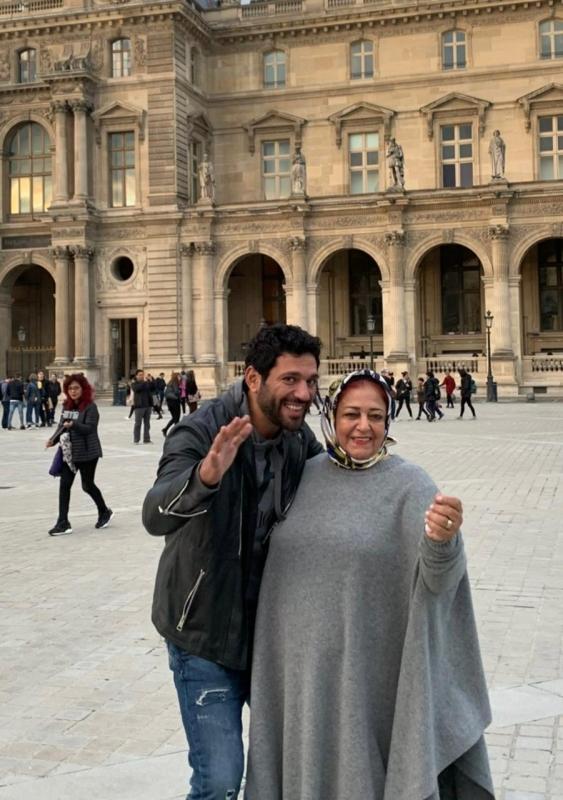 صور حسن الرداد وأمه تجتاح مواقع التواصل بعد وفاتها