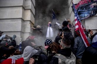 رواية أحد حراس الكونغرس عن اقتحام أنصار ترامب مبنى الكابيتول