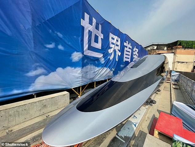الصين تكشف النقاب عن القطار فائق السرعة