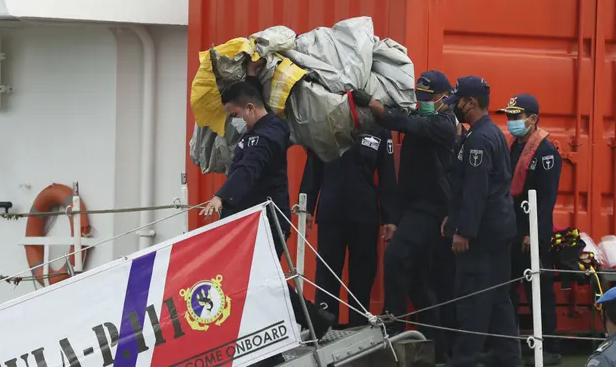 ما هي آخر التطورات في حادثة الطائرة سريويجايا الجوية الإندونيسية ؟