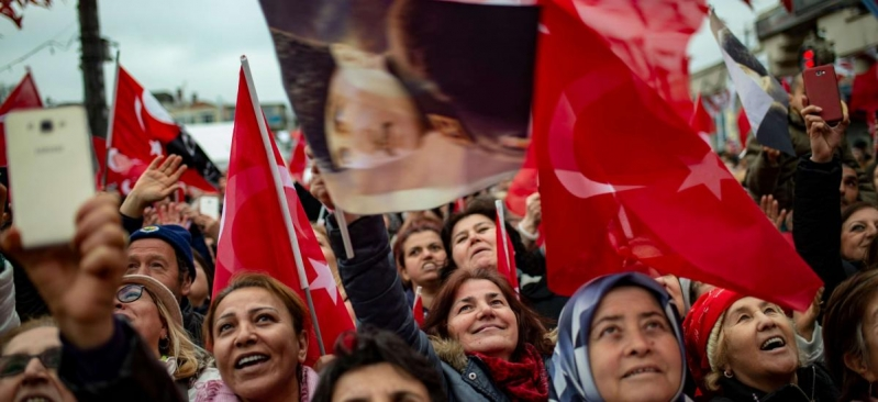 تركيا تعاني من الانقسامات العميقة ومستقبل البلاد غامض