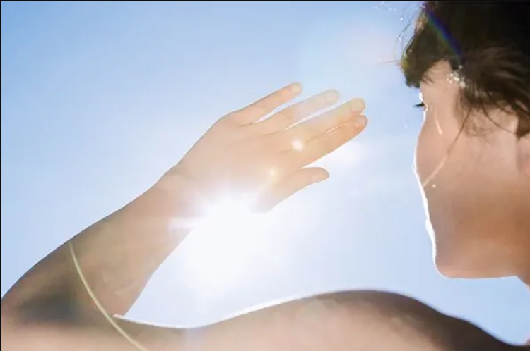 5 أطعمة تساعد على حماية البشرة من الشمس